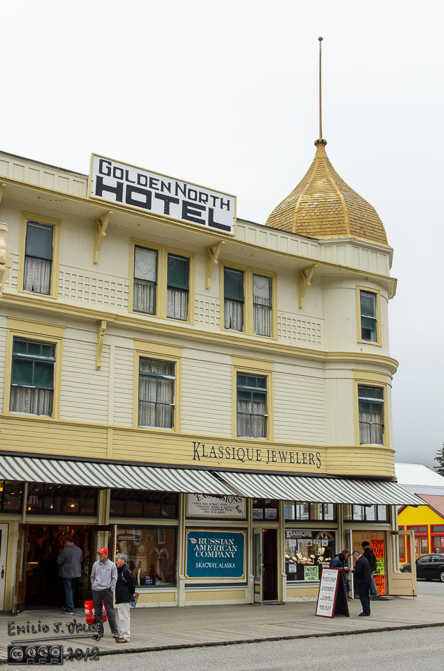 How clever . . . Golden North, and it's painted yellow . . . and it has one of the eight hundred jewelry stores one can find along the main street.