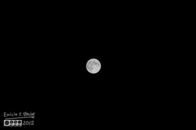 Full moon - Nikon 70-200mm lens