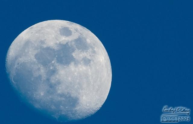 2279_05MAY09_Moon