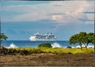Cruise ship coming into the Kona harbor — shot from the Old Kona Airport State Park